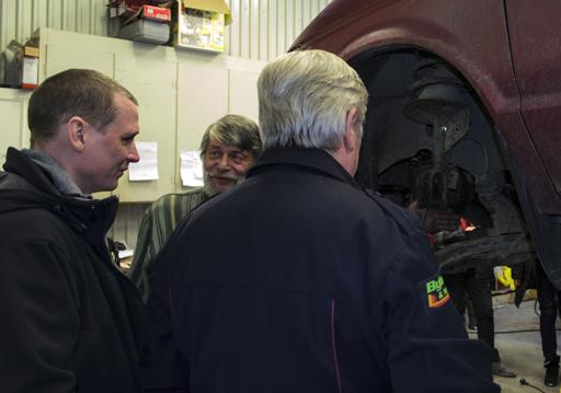 Kjell Nilsson berättar om hur viktigt det är att underhålla och sköta maskin- och fordonsparken så att IVK:s organisation ska kunna fungera på ett tillfredsställande sätt. Foto © Anders Byström http://suzanders.se
