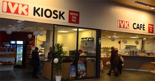 Tidigt på morgonen anlände de första kunderna. Foto © Anders Byström på http://smartfix.se