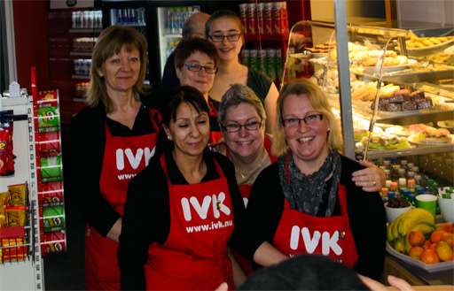 Personalen i kiosken och caféet. Foto © Anders Byström på http://smartfix.se